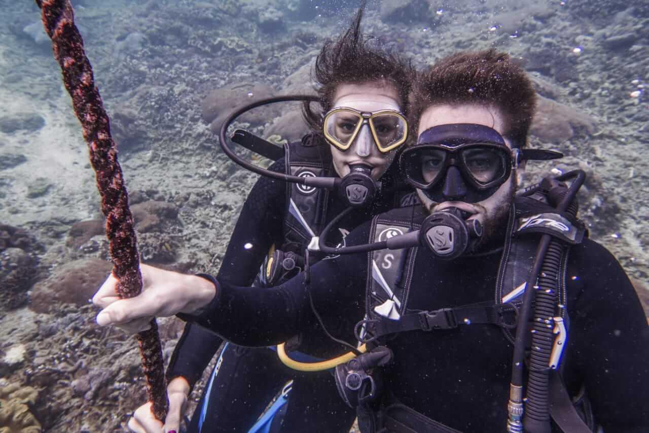 Benoît and Mélissa Discover Diving