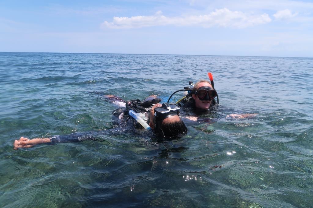 Tired diver tow PADI Rescue diver course